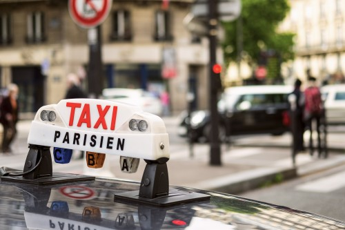 Une action collective des taxis contre Uber
