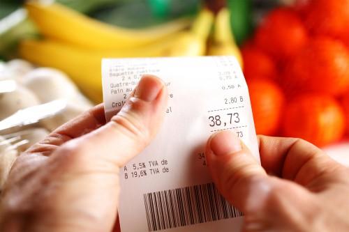 Consommation des ménages: une baisse historique de plus de 7% en2020